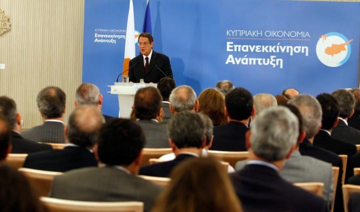 ΤΙ ΘΕΛΟΥΜΕ, λοιπόν; Ποιο είναι το οικονομικό μοντέλο; Ποιο θα είναι καλύτερα το ΝΕΟ οικονομικό μοντέλο; Αυτό οφείλει πρώτα ο Νίκος Αναστασιάδης να εξετάσει, να μελετήσει και να μας το ανακοινώσει.