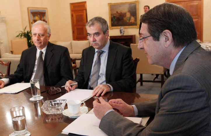 Έντονες αντιδράσεις προκαλεί στην Ευρωπαϊκή Κεντρική Τράπεζα η ανοικτή αντιπαράθεση της κυβέρνησης με την Κεντρική Τράπεζα και κυρίως, οι προθέσεις για παύση του Πανίκου Δημητριάδη, σε συνέχεια της απόφασης για ακύρωση του διορισμού του Σπύρου Σταυρινάκη από τη θέση του υποδιοικητή.